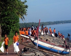 Desa Les primary school children celebrate Earth Day 2017 by cleaning village Beaches